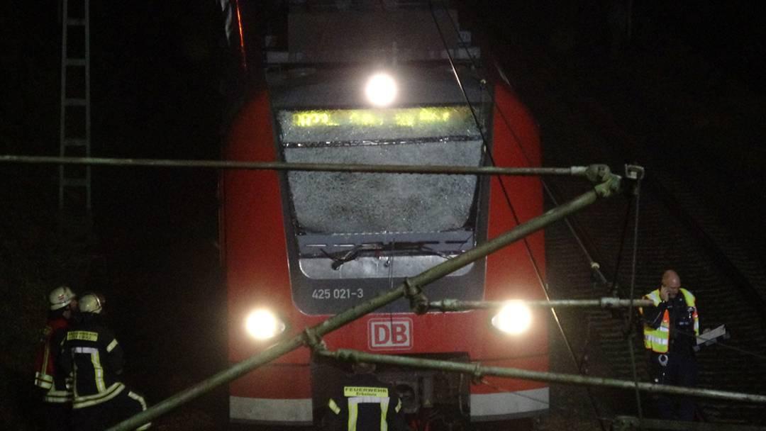 Erkelenz Bahn Drama Mann Springt Vor Zug Lokführer Schwer Verletzt