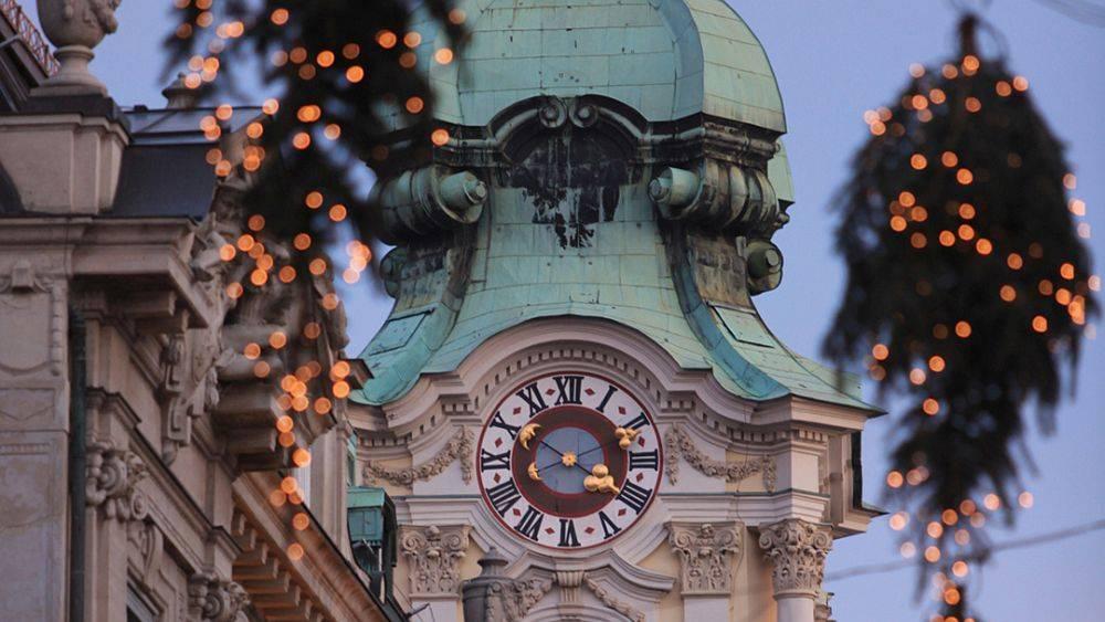 Graz Advent In Graz Wo Die Christbäume An Der Decke Hängen