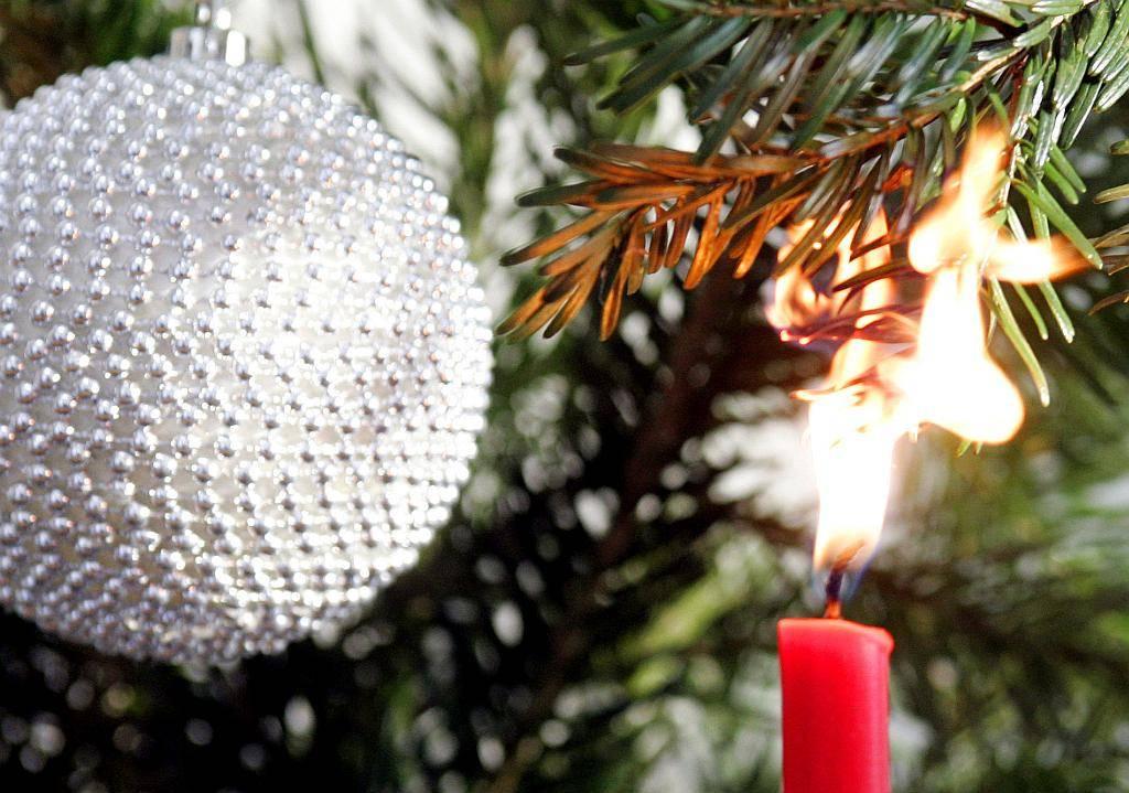 Wann Weihnachtsbaum Aufstellen.Hamburg Advent Advent Alles Brennt Den Weihnachtsbaum Sicher